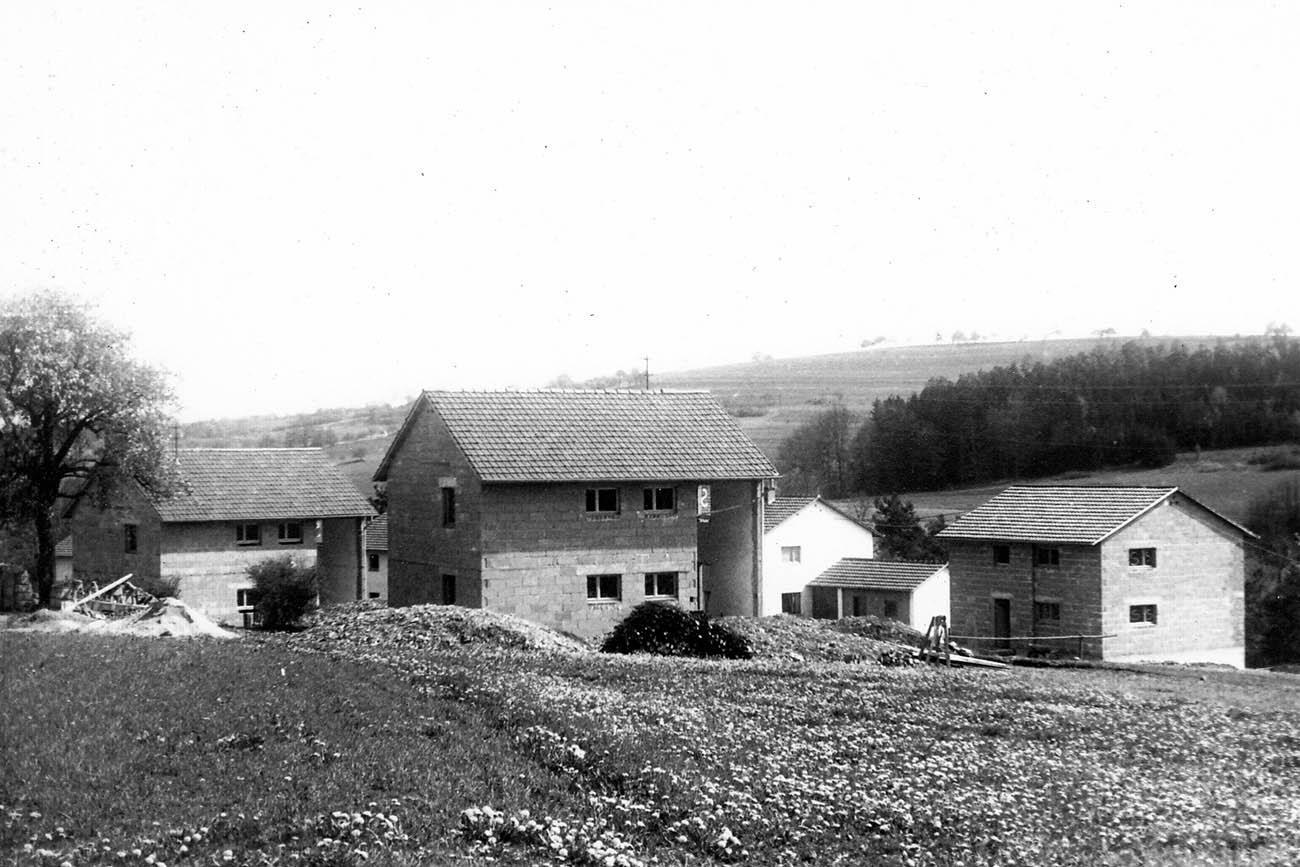 Die ersten Kinderdorfhäuser